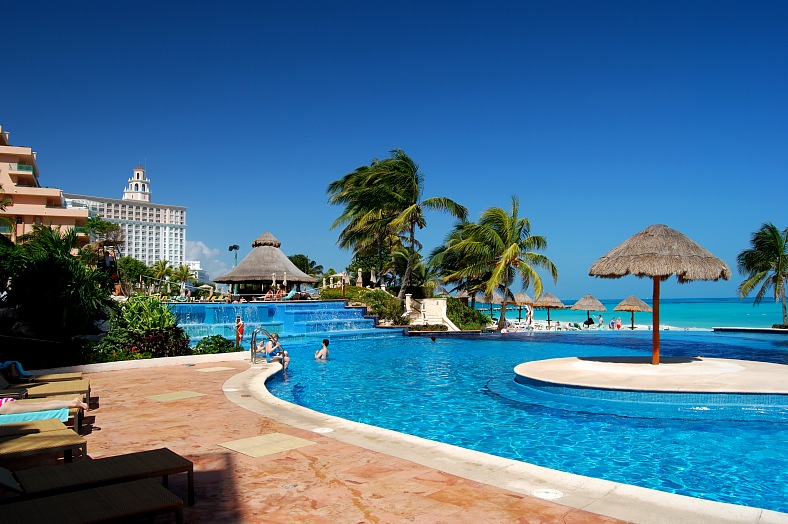 Cancun hotels, Mexico vacations. Luxury resort pool of hotel in Cancun.