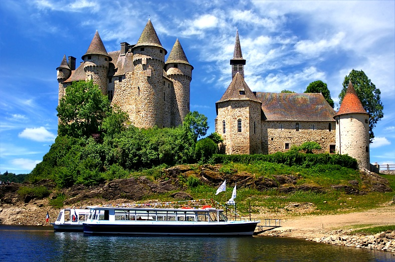 France tours. Castle in Val. France travel.