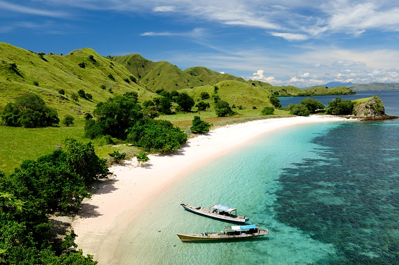 Indonesia travel packages. Komodo National Park. Indonesia vacation.
