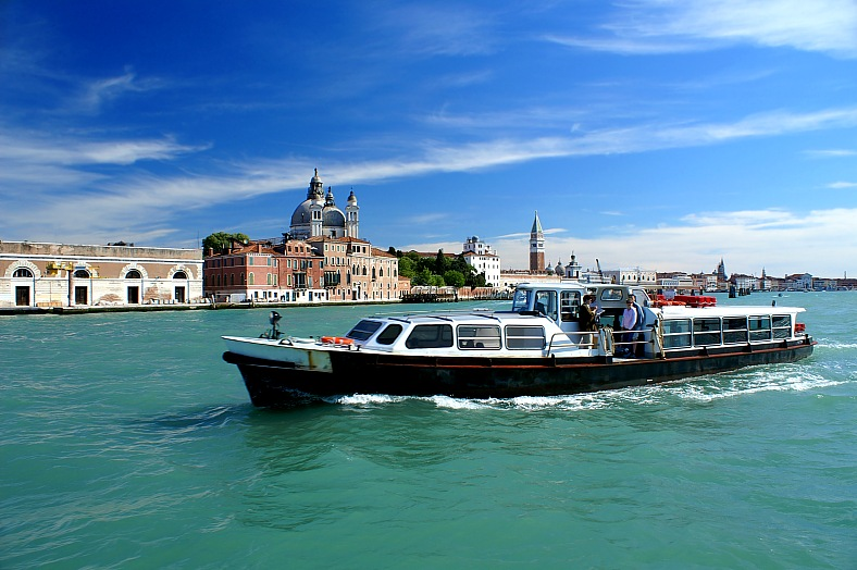 Italy vacations. Motor-boat and view of The Doge Palace, Venice. Italy tours - vacation travel photos